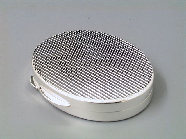 Pillendose Silber Riefen oval groß