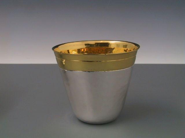 Silberbecher mit Hammerschlag oval