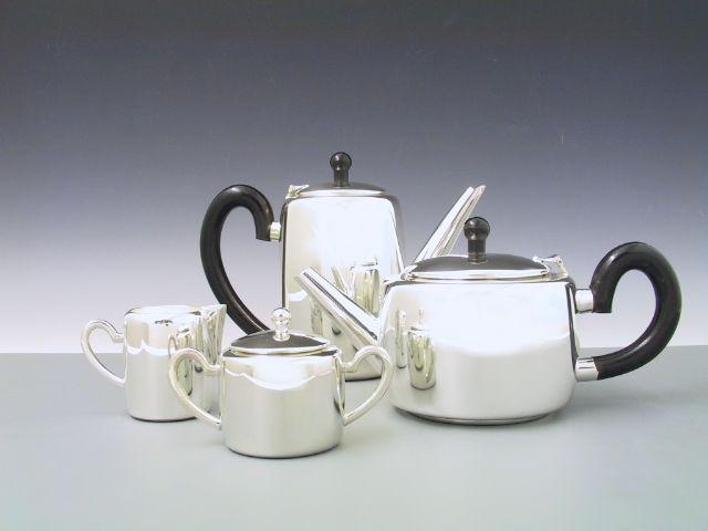 Kaffee- oder Teekanne zylindrisch
