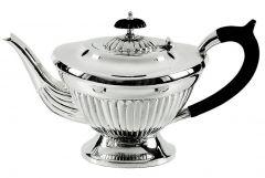 Teekanne auf Fuß Queen Anne versilbert